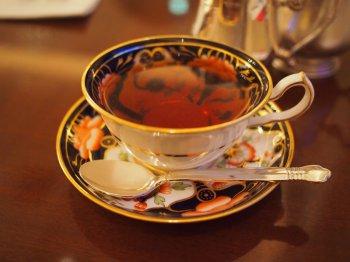 こちらは最初に使わせていただいたカップ。最近お店に入ったロイヤルクラウンダービーのものだそうです。