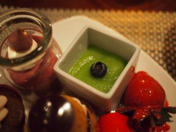 チョコプリン、カシスムースと青リンゴのパンナコッタ
