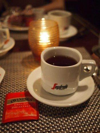 紅茶はティーバッグでトワイニングのイングリッシュブレックファスト1種類しかないけど、デザートがたーくさんあるのでよしとします。