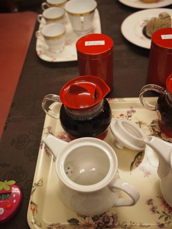 9種類のモンブランと4種類の紅茶を用意して、最適なモンブランと紅茶のマリアージュ(組み合わせ)を探すティーパーティーを開きました!