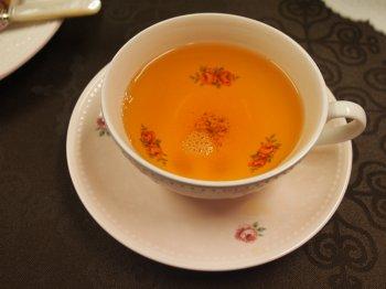ゴールデントワールの水色は淡いオレンジ色です。