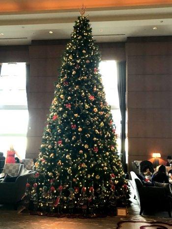 2016年ザ・リッツカールトン東京ザ・ロビーラウンジのクリスマスツリー