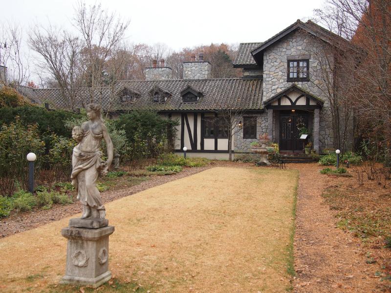 ルゼ・ヴィラは軽井沢レイクガーデンの隣にある5室限定のラグジュアリーヴィラです。