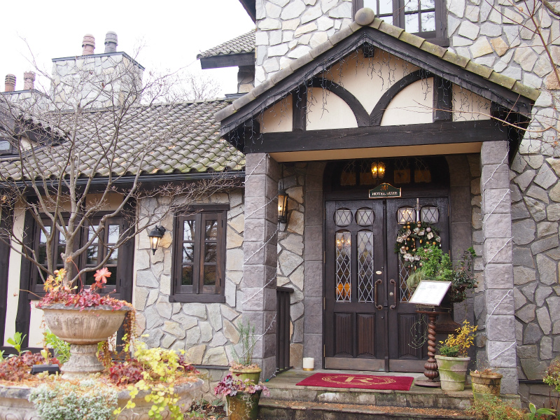 石造りの素敵な建物がRUZE Villa(ルゼ・ヴィラ)です。