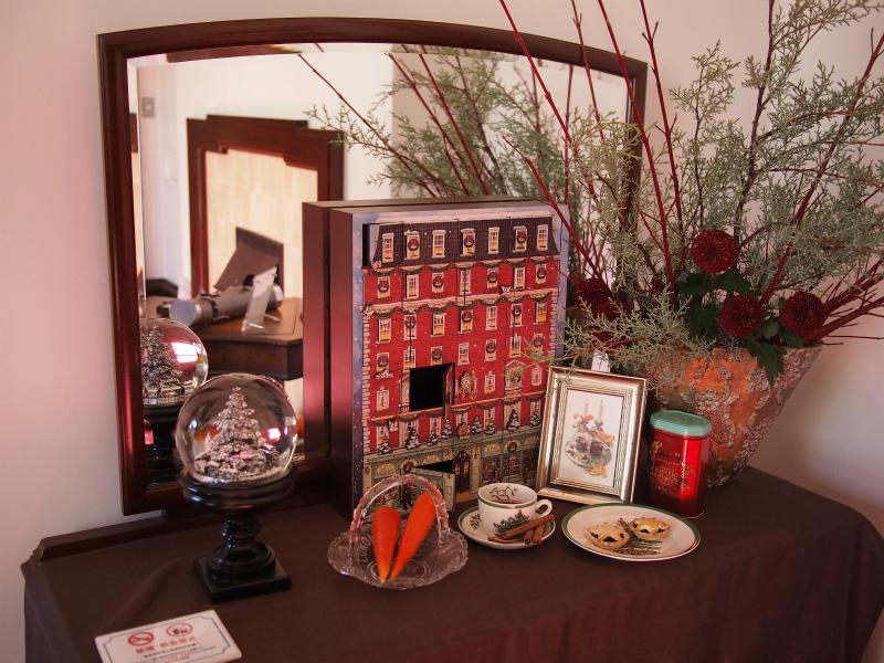 アドベンドカレンダーや紅茶が置かれたコーナー
