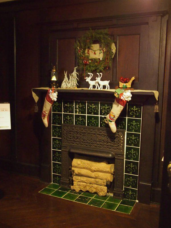 こちらの家にも暖炉がありました。