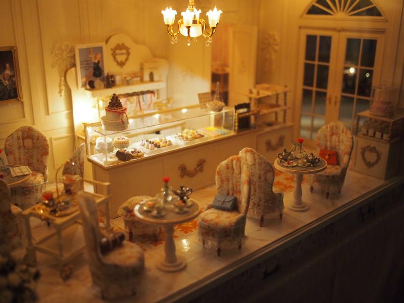こちらはケーキ屋さんのドールハウス