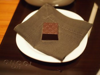 GUCCIのロゴマークがついたチョコレート