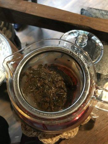 紅茶は大きなリーフの茶葉がたっぷり入っていました!