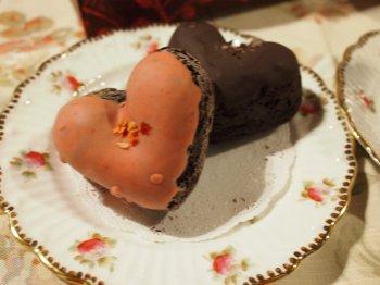 ハートの形がとっても可愛いベイクドショコラ。甘さは控えめえです。