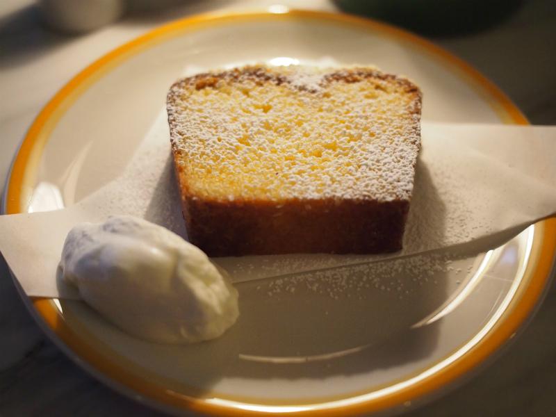 こちらはレモンパウンドケーキ。酸っぱくて美味しかったです。