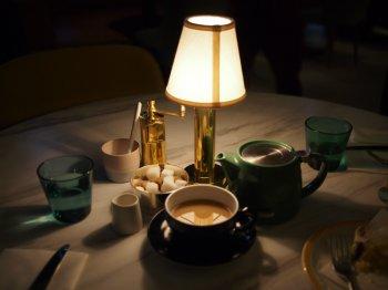 明るい時間に入ったのに、デザートをいただく頃には真っ暗になってしまいました。夜の雰囲気も素敵です。