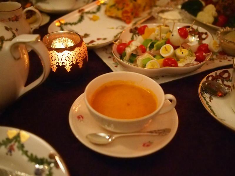 蟹のビスク。こちらは美人のKちゃんの差し入れです。ティーカップにスープを入れてみたかったので、スープの差し入れはとっても嬉しかったです。