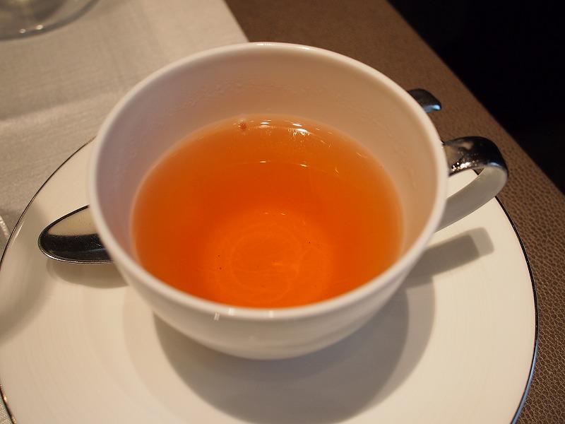 シャングリ・ラ ホテル ピャチェーレ アフタヌーンティーの紅茶