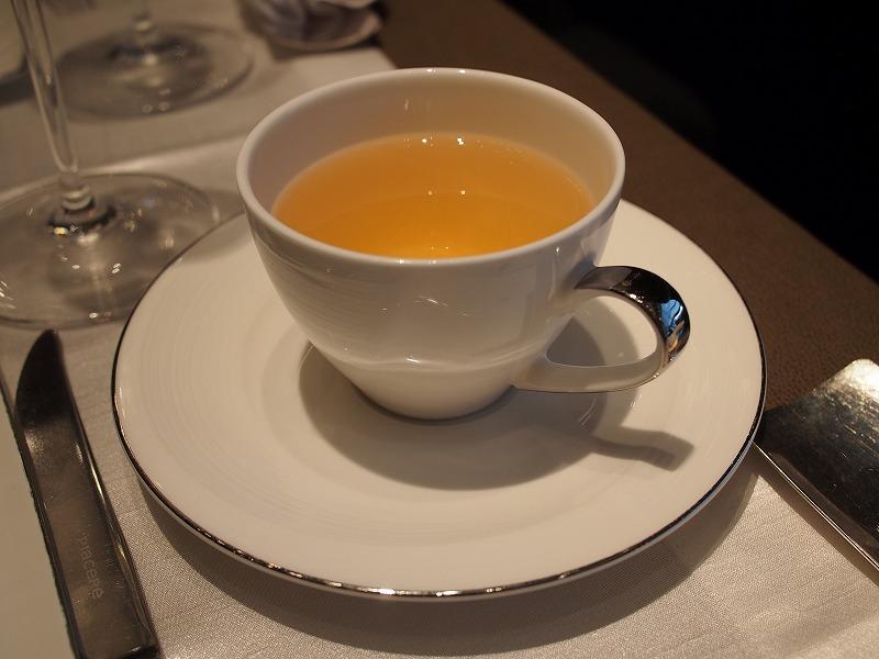 シャングリ・ラ ホテル ピャチェーレ アフタヌーンティーの紅茶ホワイトティー