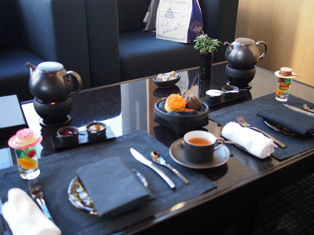アマン東京ザ・ラウンジbyアマンのアフタヌーンティーの食器