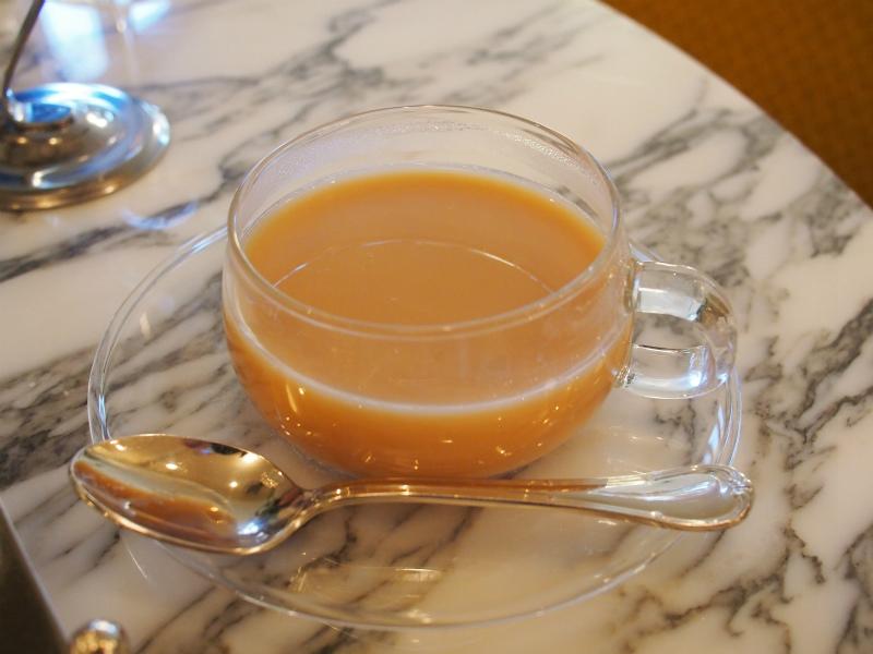日比谷パレスのアフタヌーンティーの紅茶アッサムのミルクティー