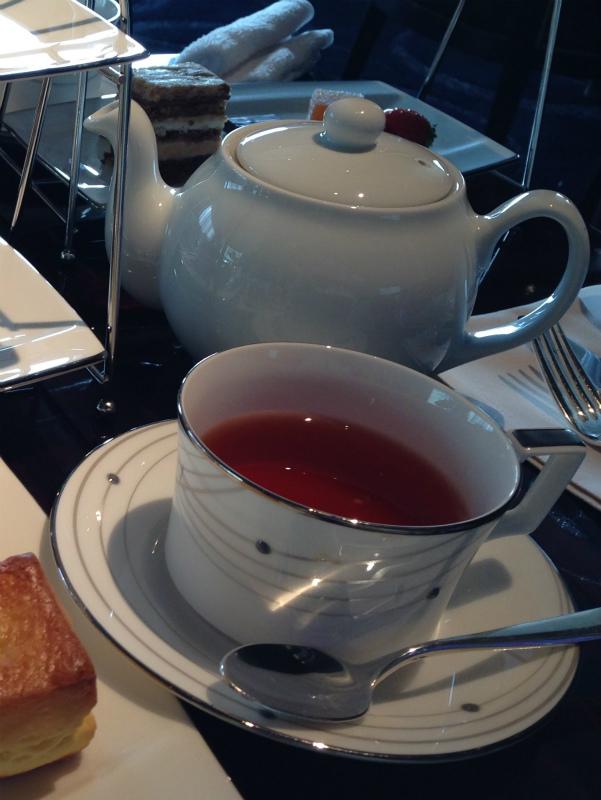 パレスホテルラウンジプリヴェのアフタヌーンティーの紅茶02