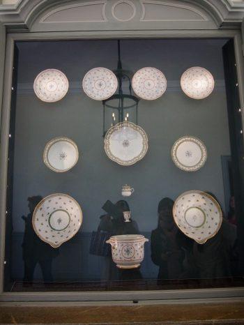 ベルサイユのプチトリアノン宮殿の1Fに展示されているプレート
