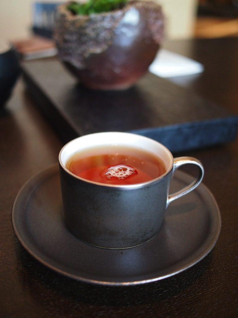 アマン東京ザ・ラウンジbyアマンのアフタヌーンティーの紅茶スモークドチャイナ