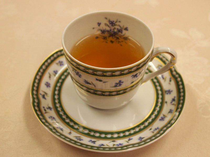 ダージリンファーストフラッシュの画像。茶液の色は黄味がかった淡いオレンジ色