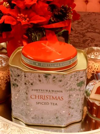 「フォートナム&メイソンのクリスマスティー」 クリスマスティーは限定品なのでパッケージが毎年変わります。それを見に行くだけでも楽しいです。