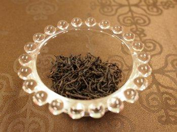 キームンの茶葉。黒くて細くよじられています。