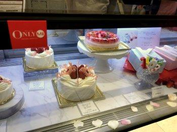 マドモアゼル セのショーケース。いつも可愛らしいケーキが並んでいます。