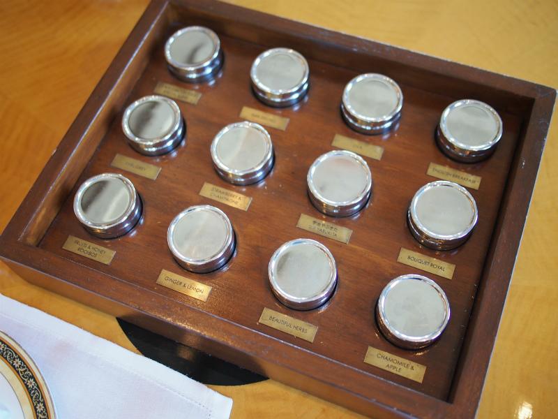 ザ・リッツカールトン ザ・ロビーラウンジのアフタヌーンティーでは紅茶の茶葉を見ながら紅茶を選べます。紅茶はルピシアのものです。