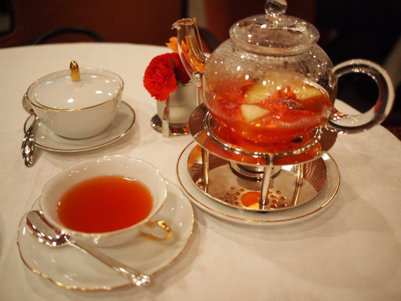 こちらはフルーツポットティー。ベースの紅茶はニルギリです。