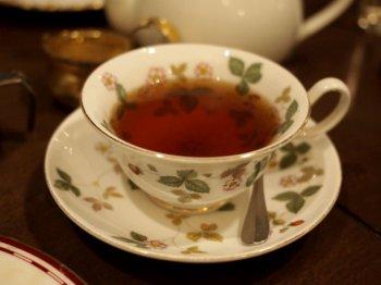 こちらは以前使わせていただいたウェッジウッドのワイルドストロベリーのティーカップ