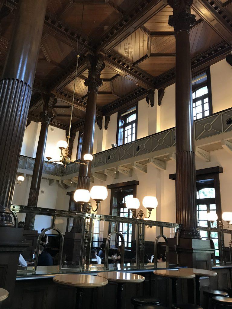 三菱一号美術館cafe1894の内装