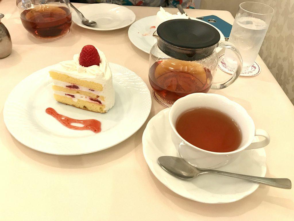 こちらはショートケーキのセット。紅茶はニルギリです。