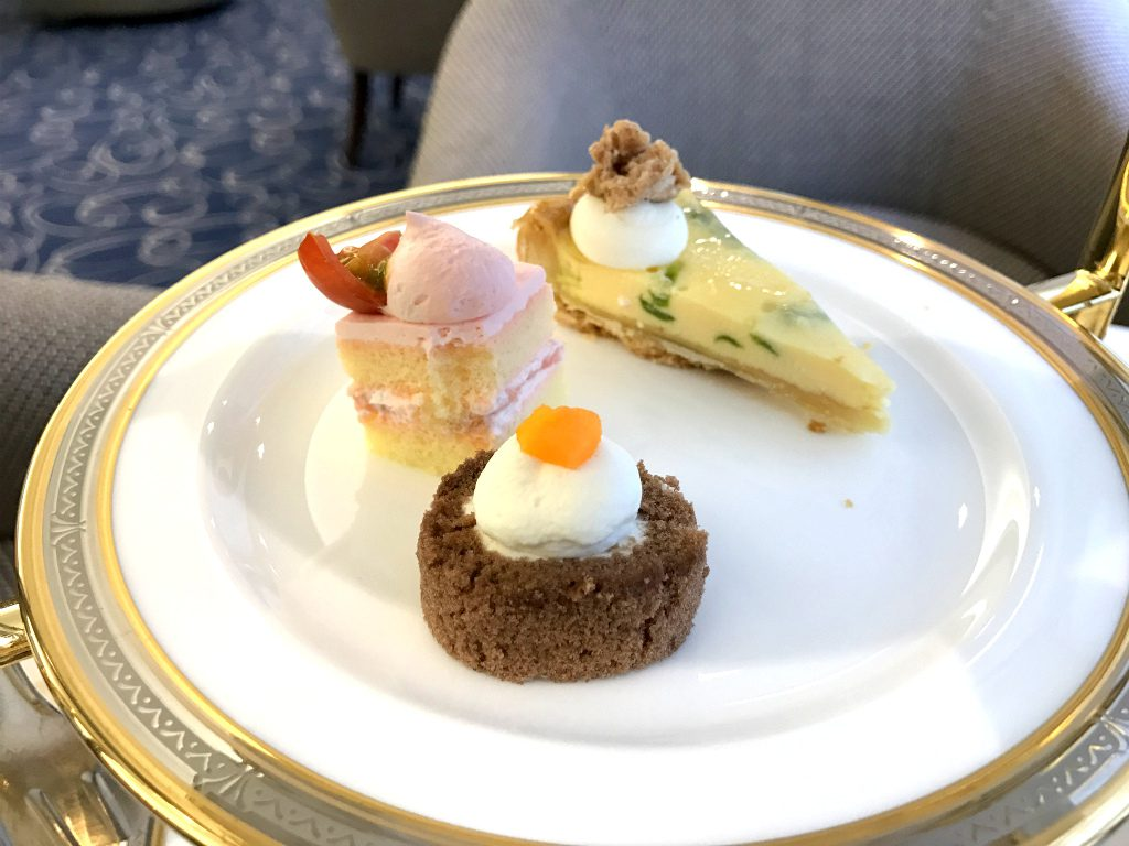 cr hotel afternoontea sweets2