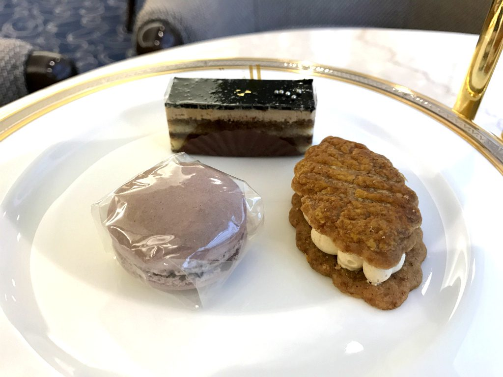 cr hotel afternoontea sweets3