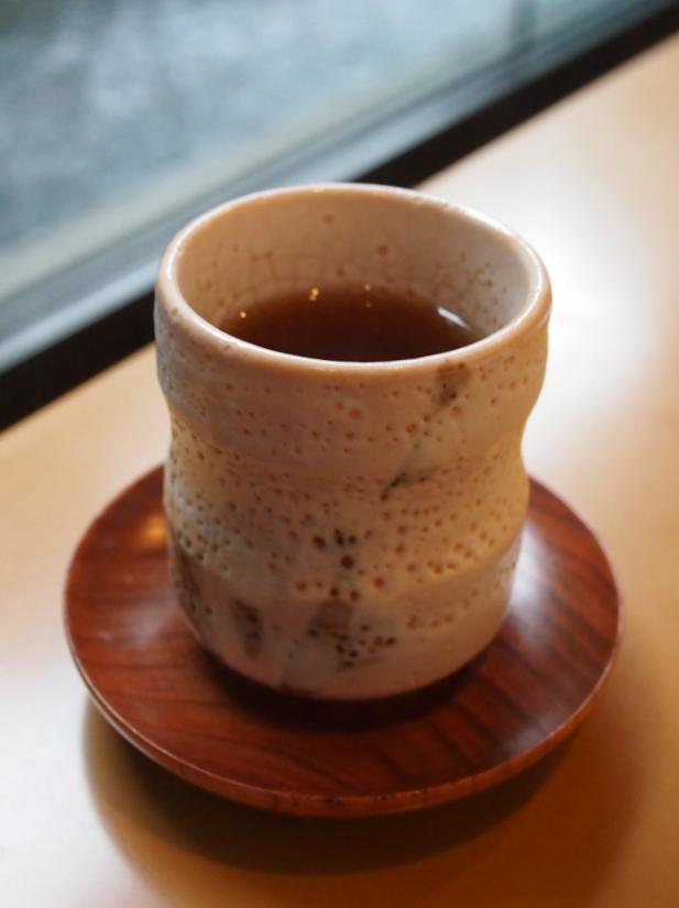 紅茶を飲み終わった後はお番茶を出してくれました。
