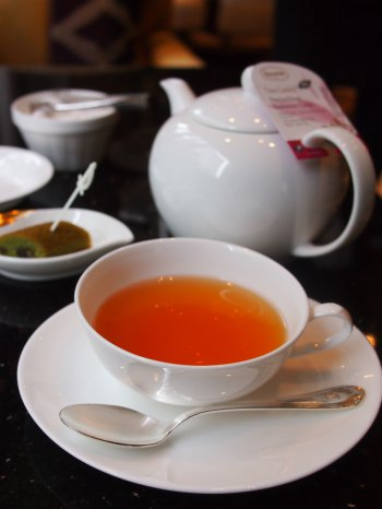 ホテル日航金沢 ロビーラウンジ ファウンテンのアフタヌーンティーの紅茶