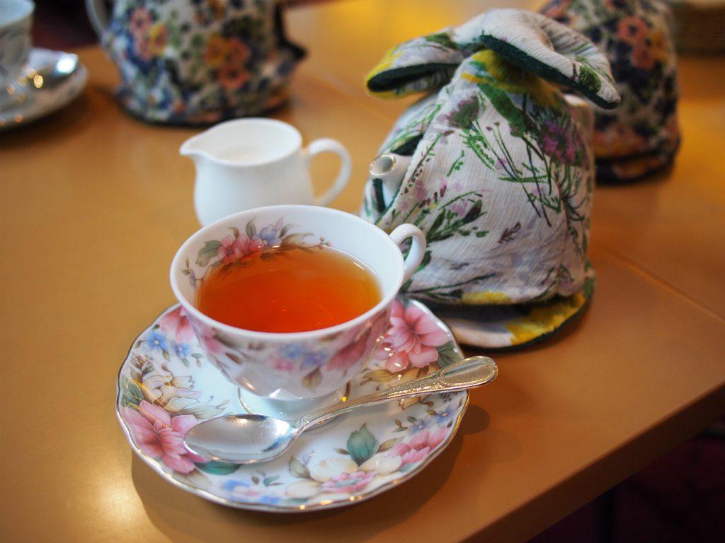 ティーカップはYAMAKA。 YAMAKAはFAUCHONのティーウェアも作っている岐阜県の陶磁器メーカーです。