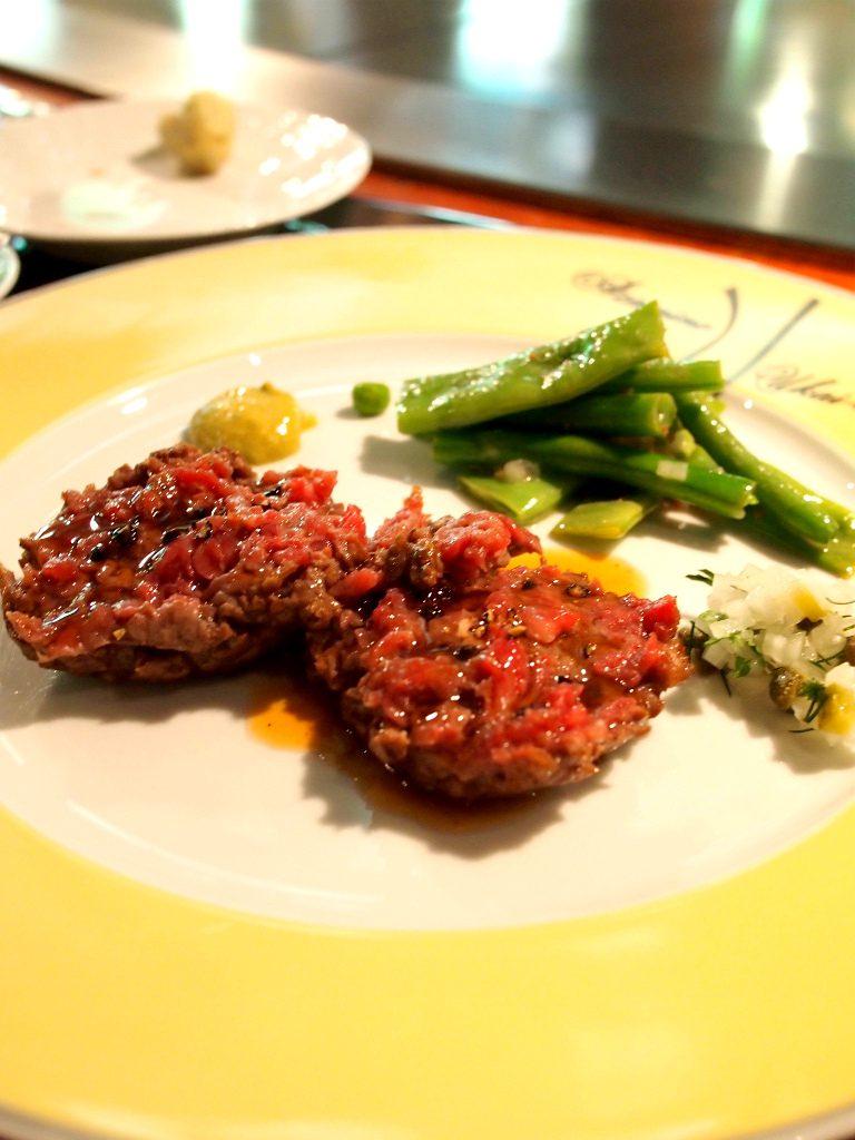 うかい特製牛ステーキはあざみ野店限定の「タルタルステーキ」にしました。