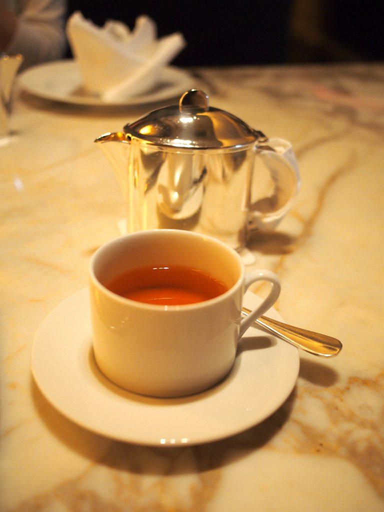 「エカテリーナ2世 ティー」 はセイロン茶葉にベルガモットとオレンジのフレーバーをつけて、ひまわりと矢車菊の花びらが入ったフレーバーティーです。