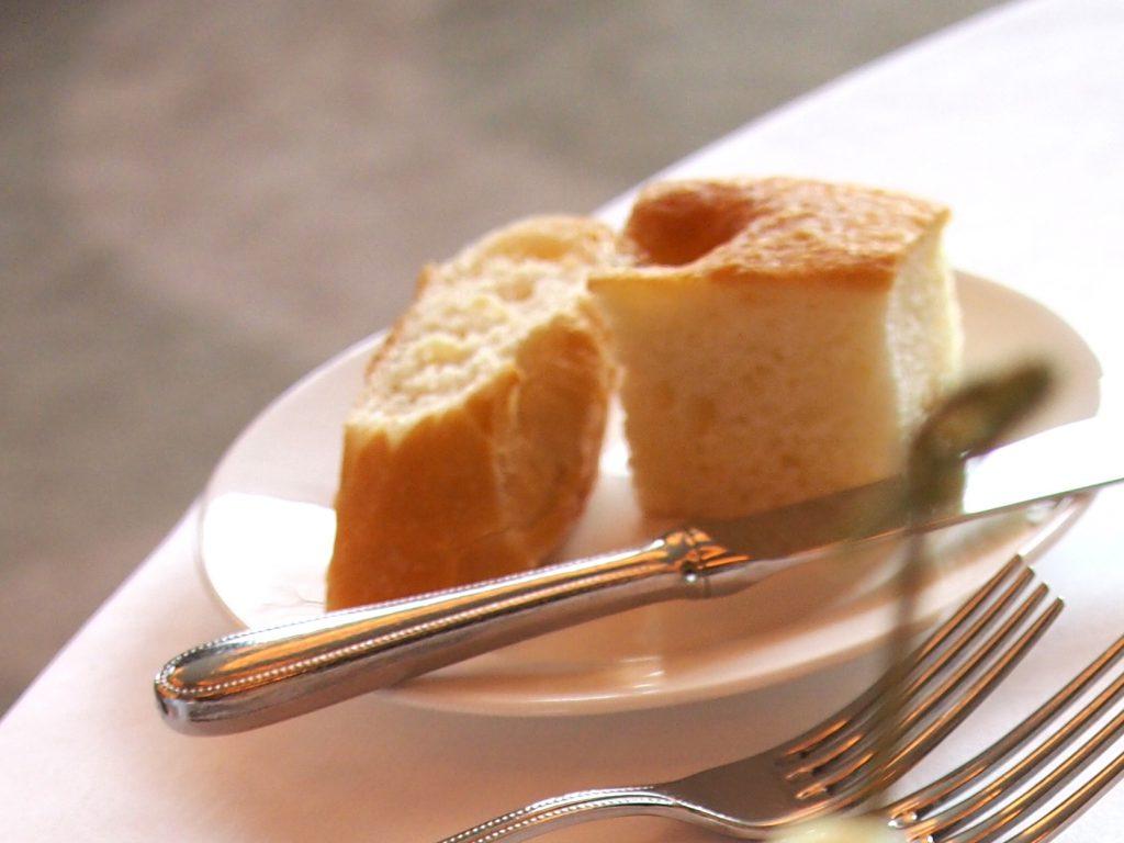 こちらはパン。ホイップバターが付いていました。
