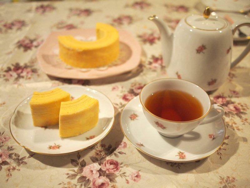 ホレンディッシェ・カカオシュトゥーベのバウムクーヘンと紅茶