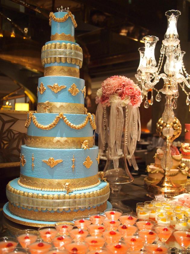 マリー・アントワネットが好きだった色の水色のウェディングケーキも