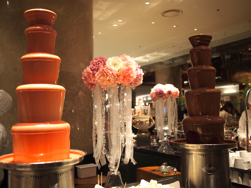 マーブルラウンジの名物のチョコレートファウンテンも、もちろんありました。
