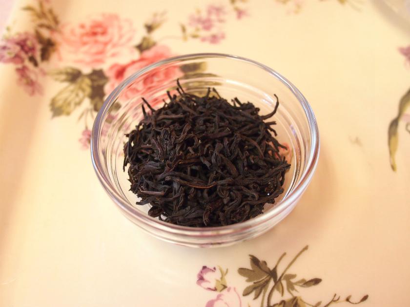 今回は水色(すいしょく)が綺麗でアイスティー向きと言われている、「キャンディ」の茶葉を選びました。