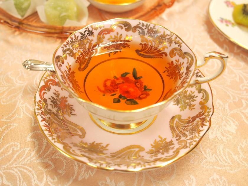 茶葉が大きくて、抽出が十分でなかったダージリンセカンドフラッシュは、しっかりと抽出することによって、ダージリンセカンドフラッシュの美味しさがきちんと出て、納得の美味しいダージリンセカンドフラッシュでした。渋すぎてしまった、リシーハットもティーポットで淹れたら、飲みやすく美味しいダージリンセカンドフラッシュになりました。