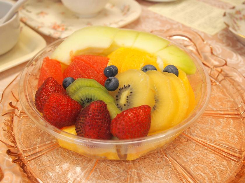 ダージリンはフルーツによく合う紅茶。テイスティング中でもダージリンを楽しみたいよね。 ということで、フルーツの盛り合わせも用意しました。