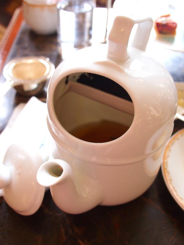 このように、茶葉と茶液が分かれます。