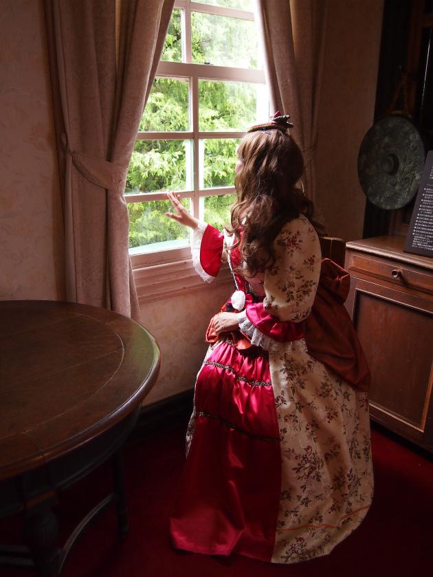 グラバー園内にはレトロ写真館があり、30分600円でドレスが借りられます。カメラマンはいないので、自分たちで自由に写真を撮れます。
