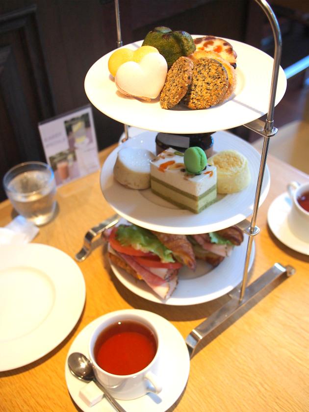 ラ・プレシューズ 紀尾井町店のアフタヌーンティーのケーキスタンド